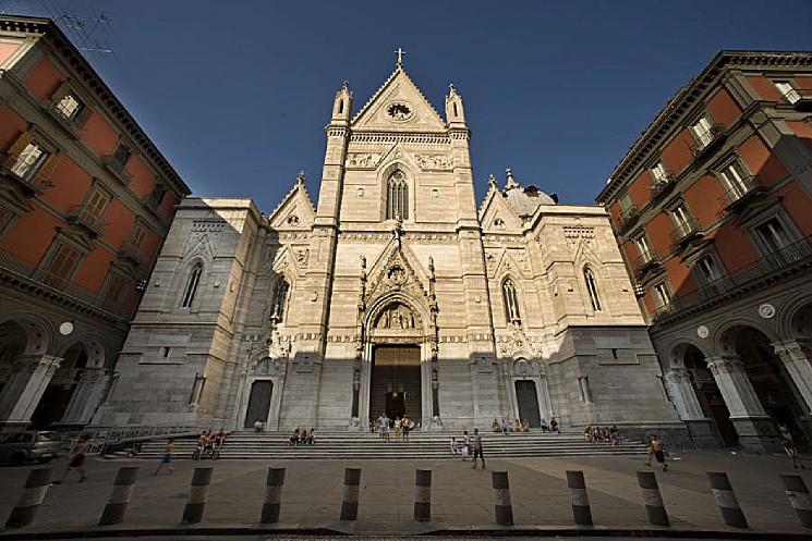 cattedrale di napoli in via duomo